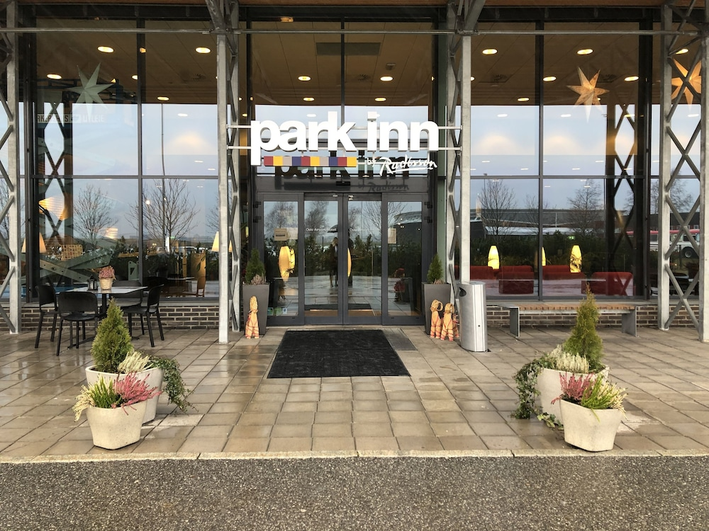 Front of Property, Park Inn by Radisson Oslo Airport Hotel West