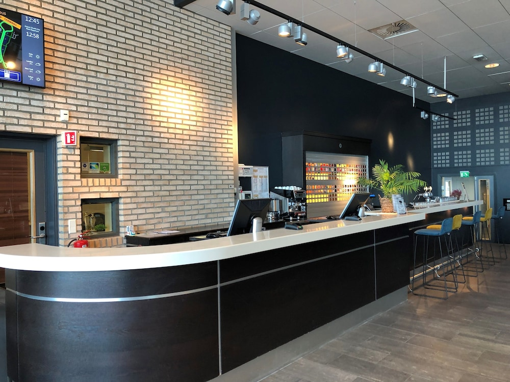 Reception, Park Inn by Radisson Oslo Airport Hotel West
