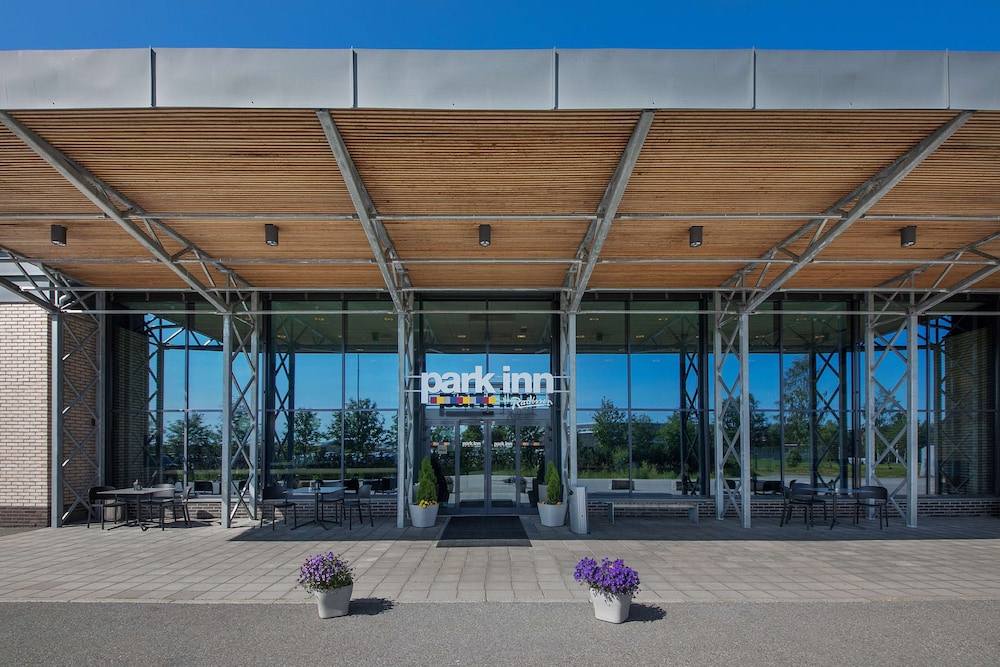 Property Entrance, Park Inn by Radisson Oslo Airport Hotel West