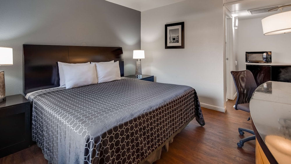 Room, SureStay Hotel by Best Western Buttonwillow