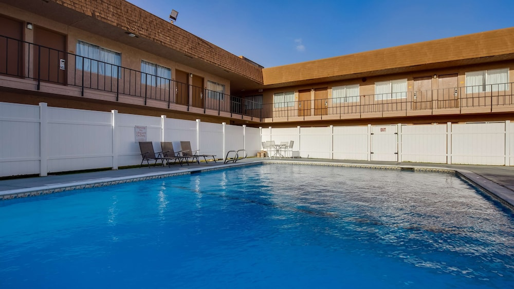 Pool, SureStay Hotel by Best Western Buttonwillow