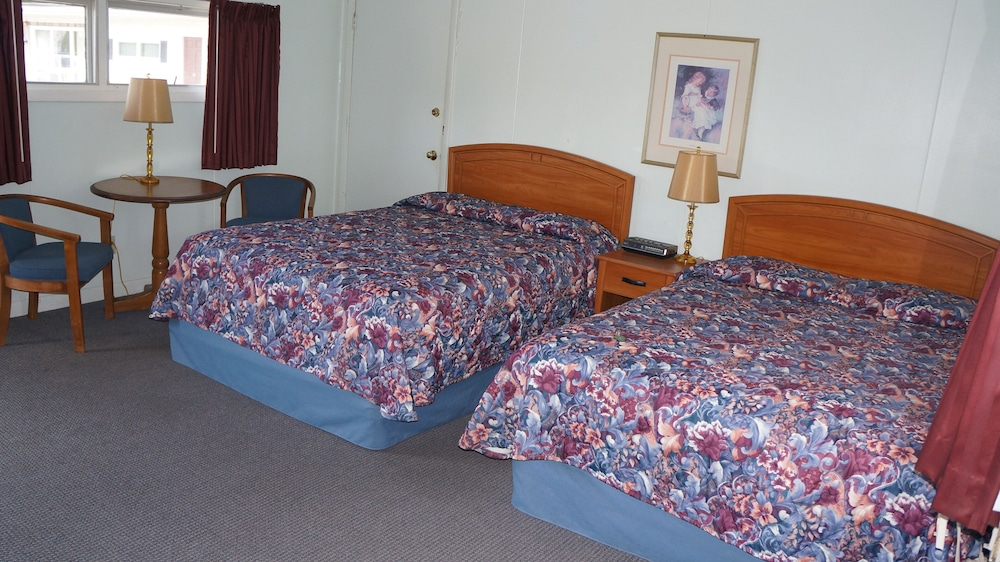Room, Oakdell Motel