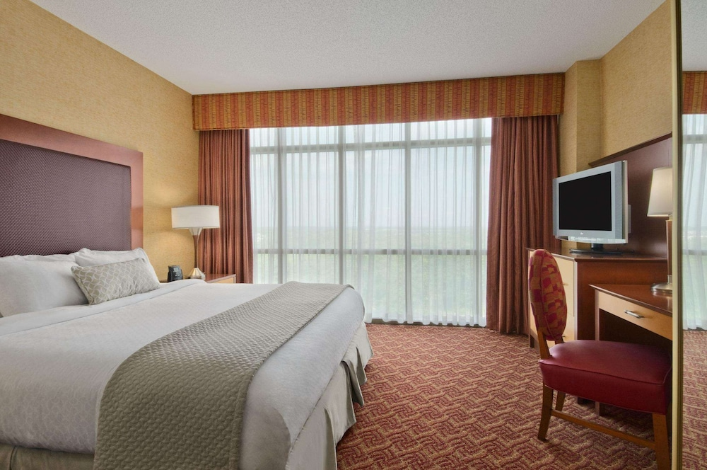 Room, Embassy Suites by Hilton Charlotte-Concord-Golf Resort & Spa