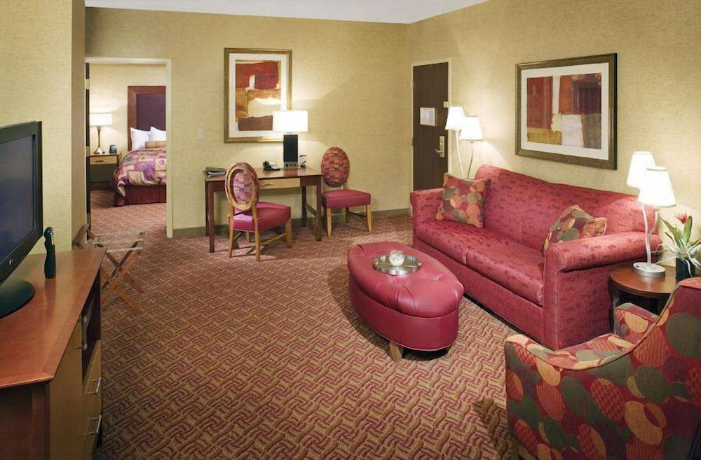 Living Area, Embassy Suites by Hilton Charlotte-Concord-Golf Resort & Spa