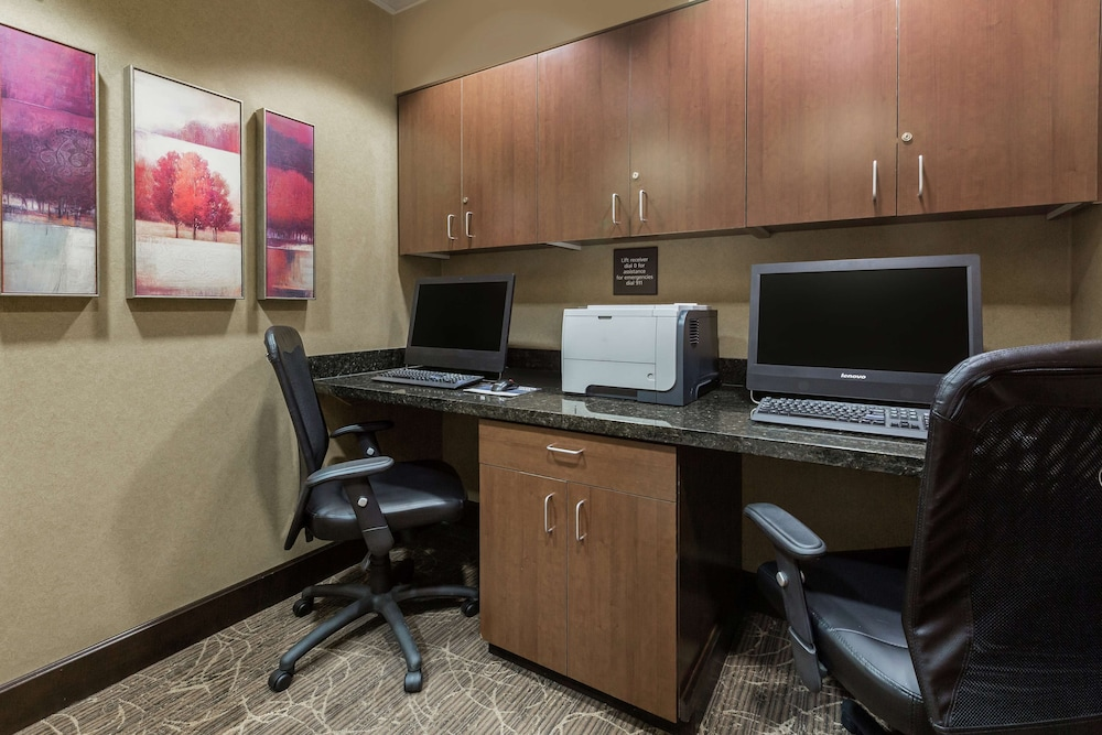 Business Center, Hampton Inn & Suites Yuba City