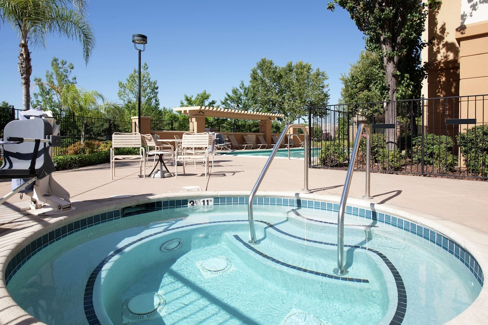 Pool, Hampton Inn & Suites Yuba City