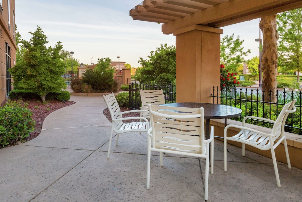 Terrace/Patio, Hampton Inn & Suites Yuba City