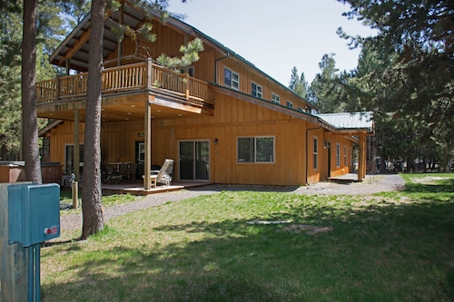 Great Place to stay DiamondStone Guest Lodges near La Pine