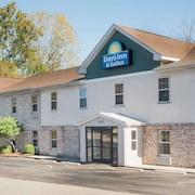Days Inn & Suites by Wyndham Sellersburg