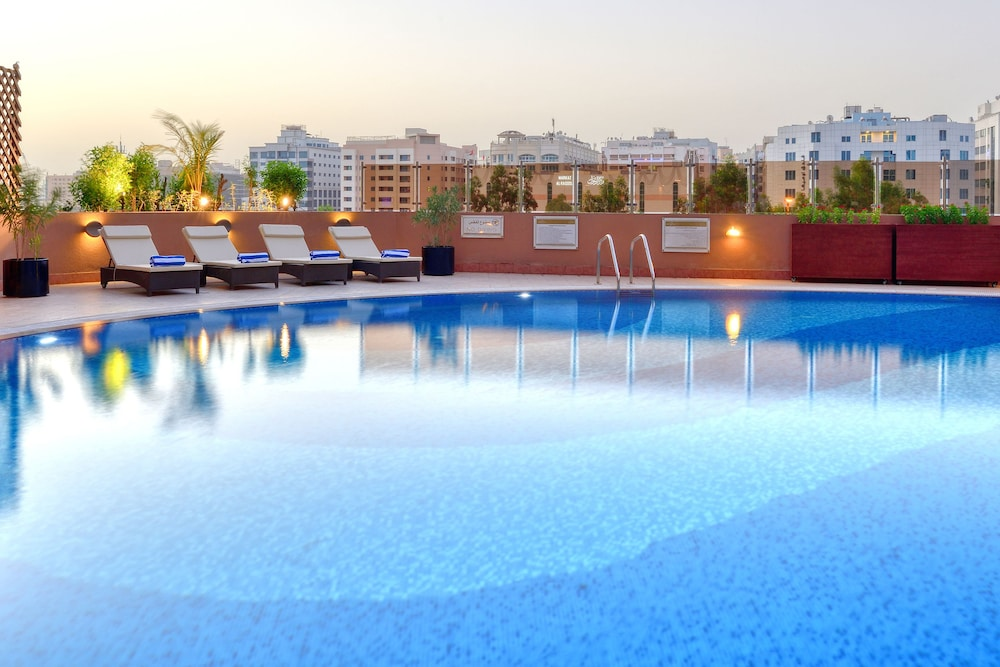 Outdoor Pool, Majestic City Retreat Hotel