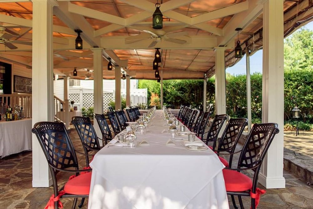 Outdoor Dining, The Ashby Inn & Restaurant