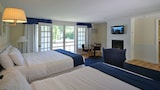 Colonial Inn in Harbor Springs - Harbor Springs Hotels