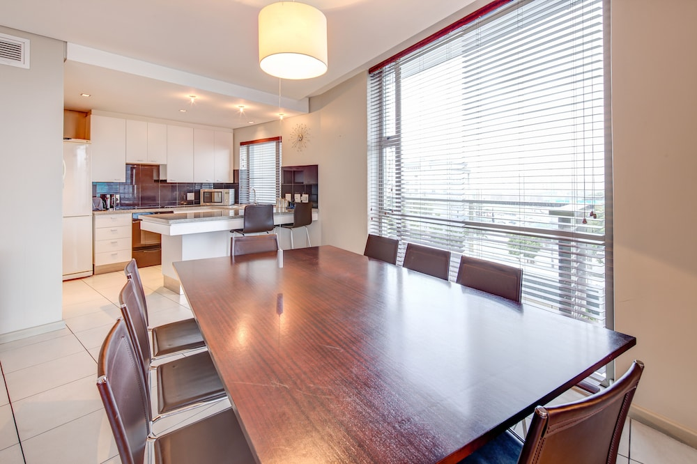 In-Room Dining, Harbouredge Apartments