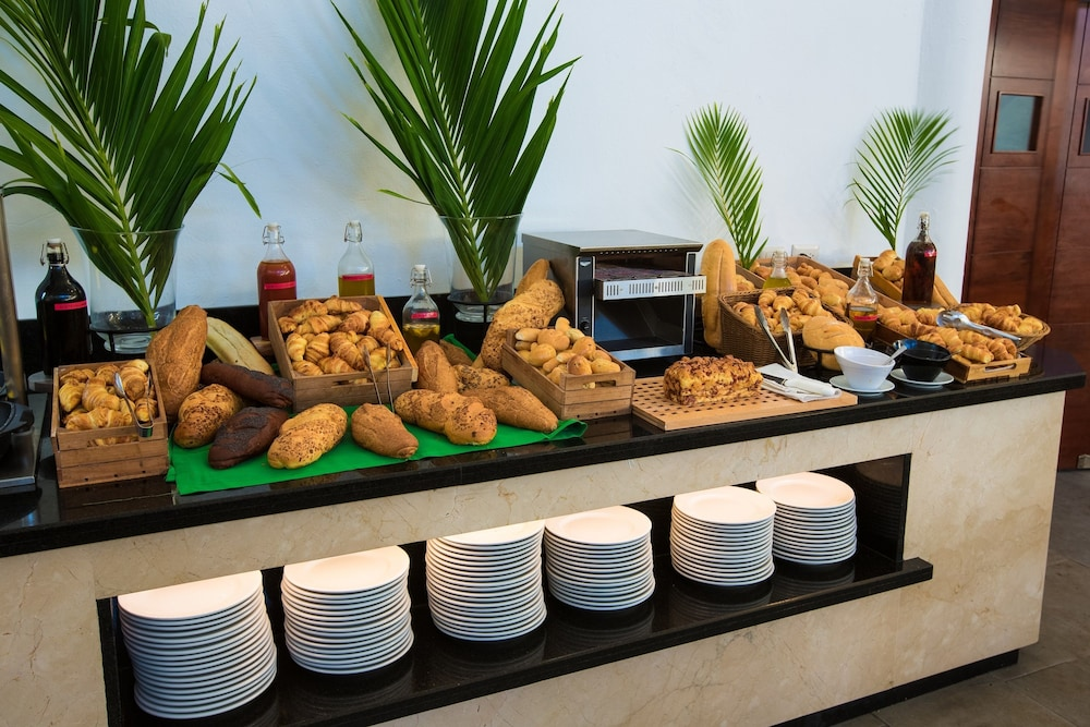 Breakfast buffet, whala!bavaro - All inclusive