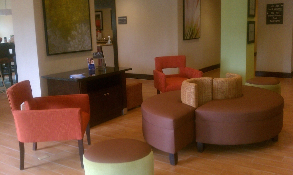 Lobby Sitting Area, Hampton Inn Nanuet