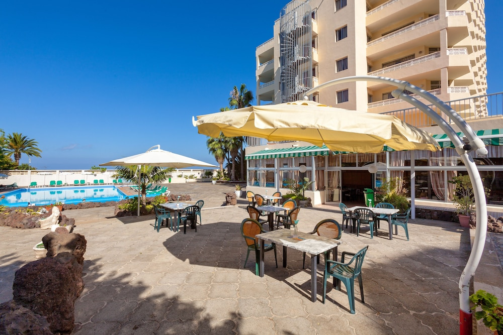 Panoramica garden in tenerife hotel rates reviews on for Garden pool reviews
