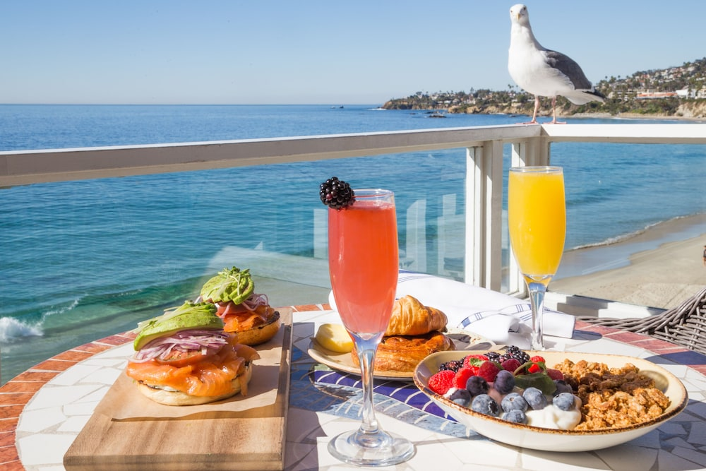 Outdoor Dining, Pacific Edge Hotel on Laguna Beach