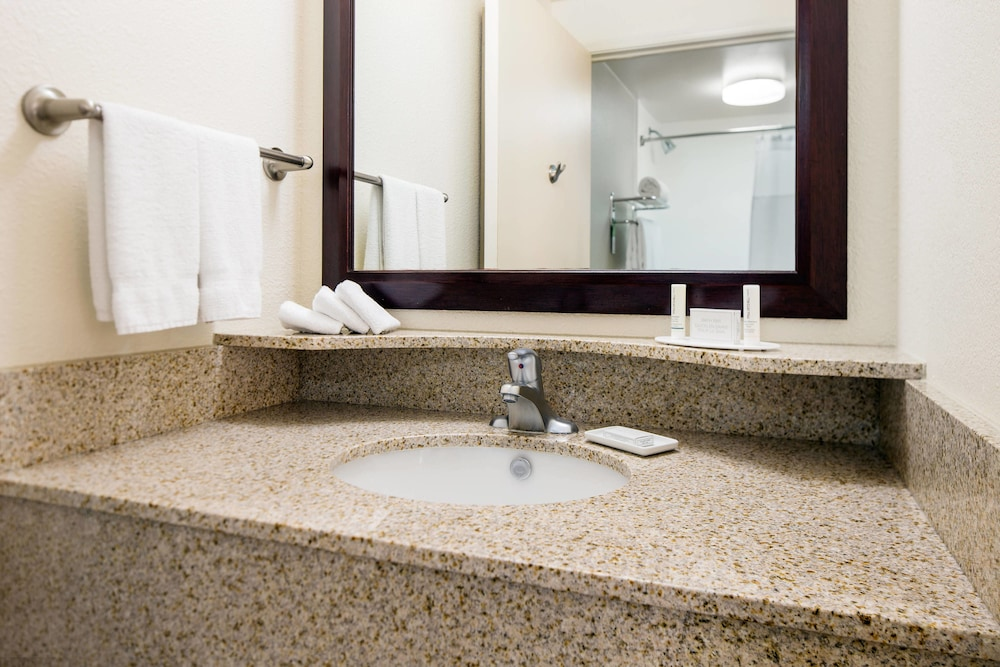 Bathroom, SpringHill Suites by Marriott Bakersfield