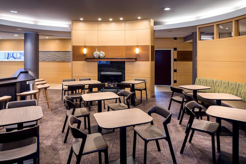 Restaurant, SpringHill Suites by Marriott Bakersfield