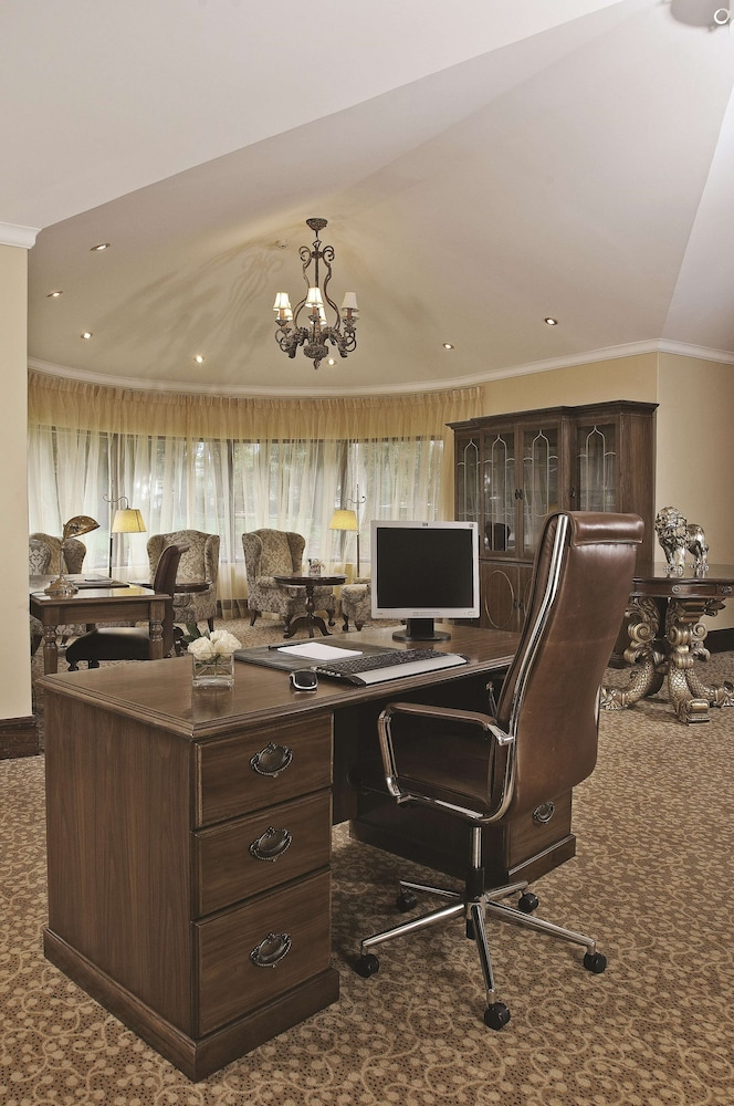 Business Center, Fairmont Mount Kenya Safari