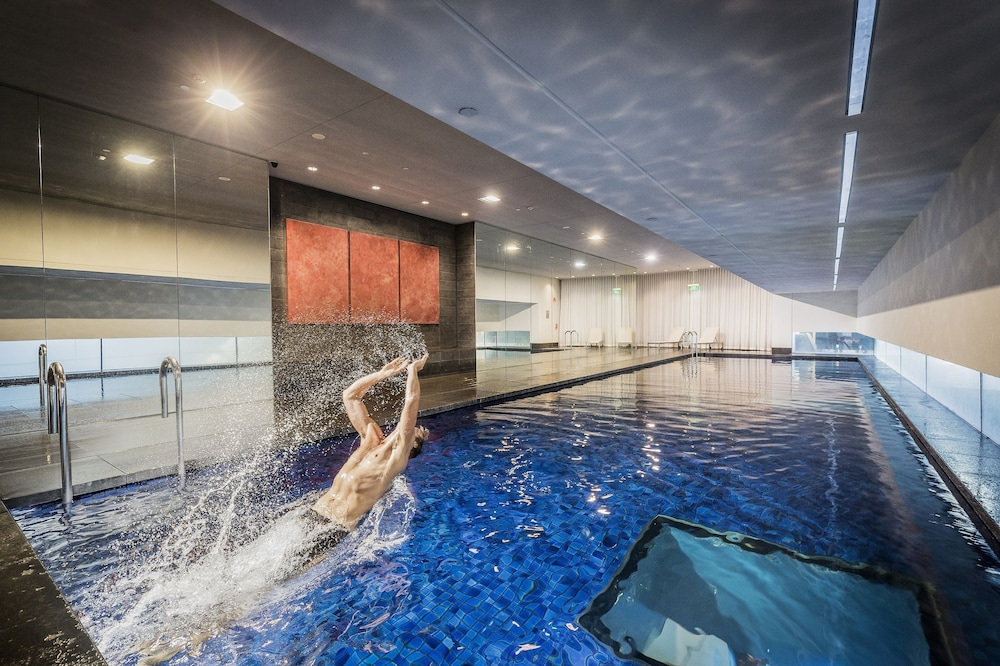 Indoor/Outdoor Pool, Fraser Suites Sydney
