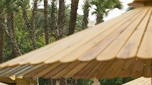 Außenpool, Sonnenschirme