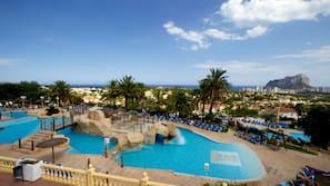 7 piscinas al aire libre, tumbonas