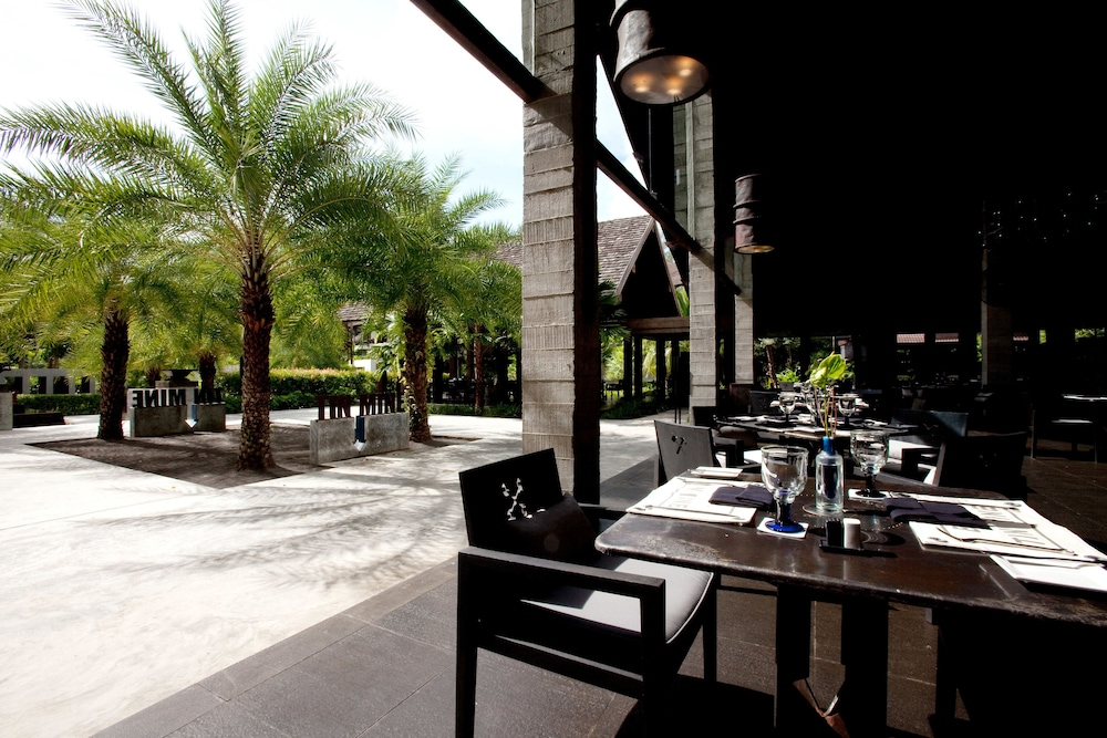 Outdoor Dining, The Slate