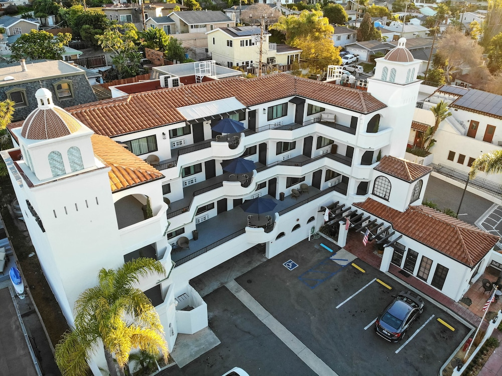 Aerial View, The Surfbreak Hotel