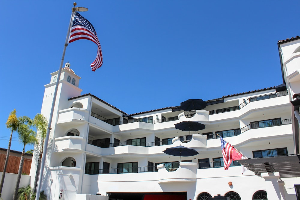 Exterior, The Surfbreak Hotel