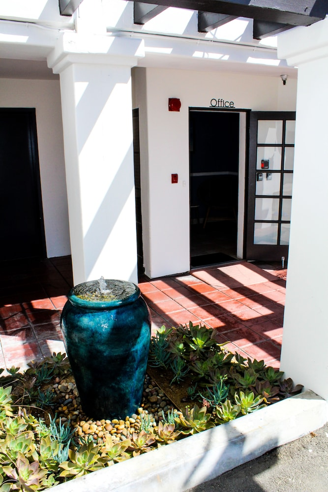 Property Entrance, The Surfbreak Hotel
