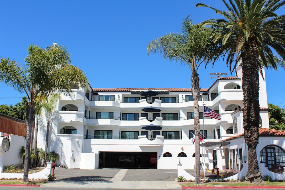 Front of Property, The Surfbreak Hotel