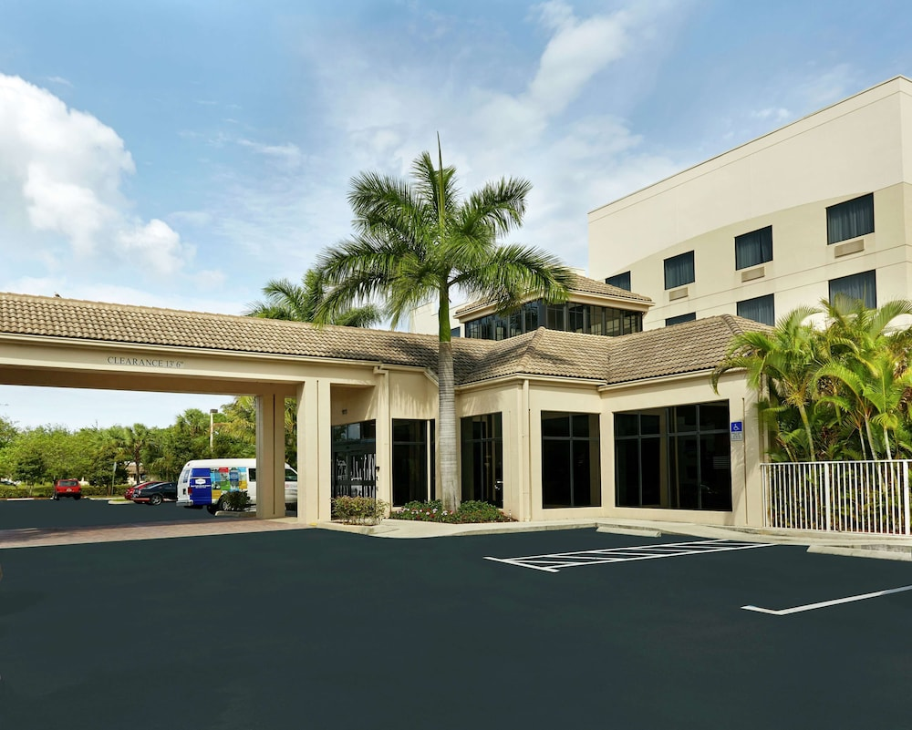 Exterior, Hilton Garden Inn West Palm Beach Airport