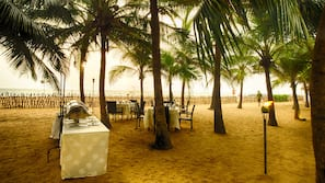 Beach nearby, beach towels, beach volleyball, kayaking