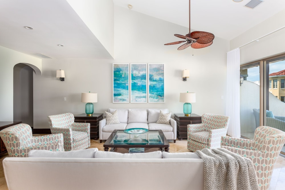 Living Area, The Somerset on Grace Bay