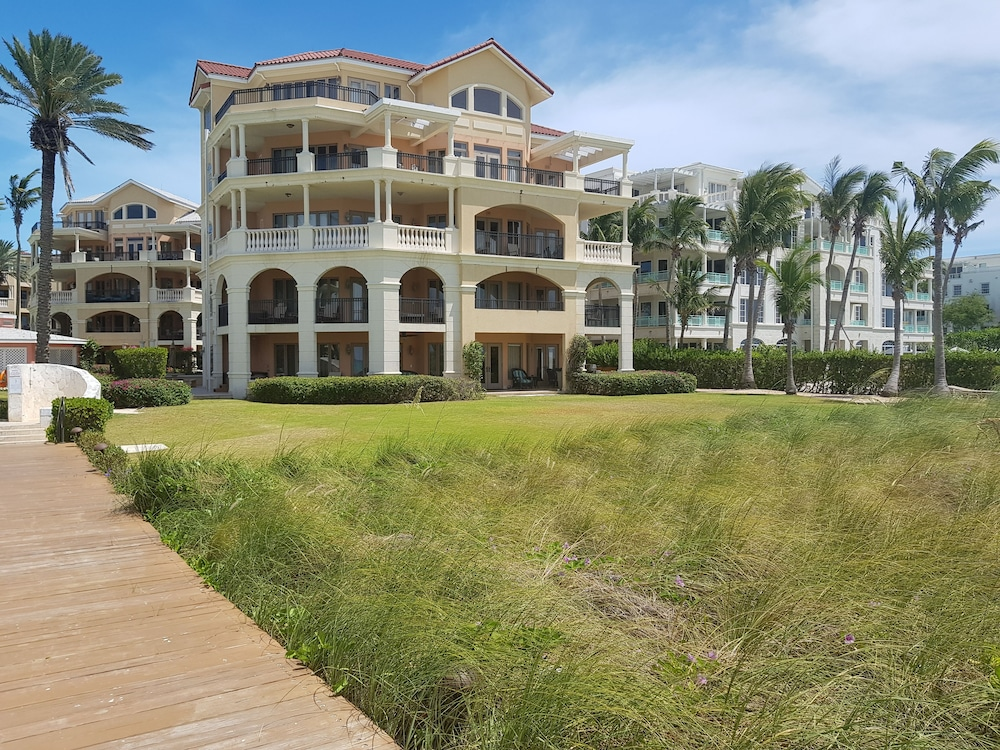 Property Grounds, The Somerset on Grace Bay