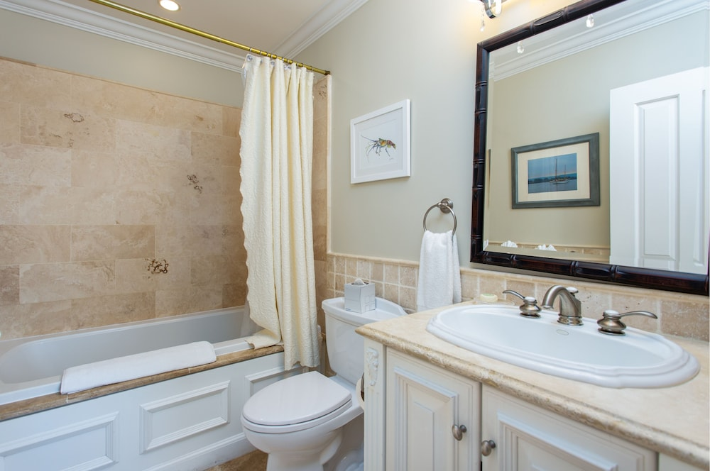 Bathroom, The Somerset on Grace Bay