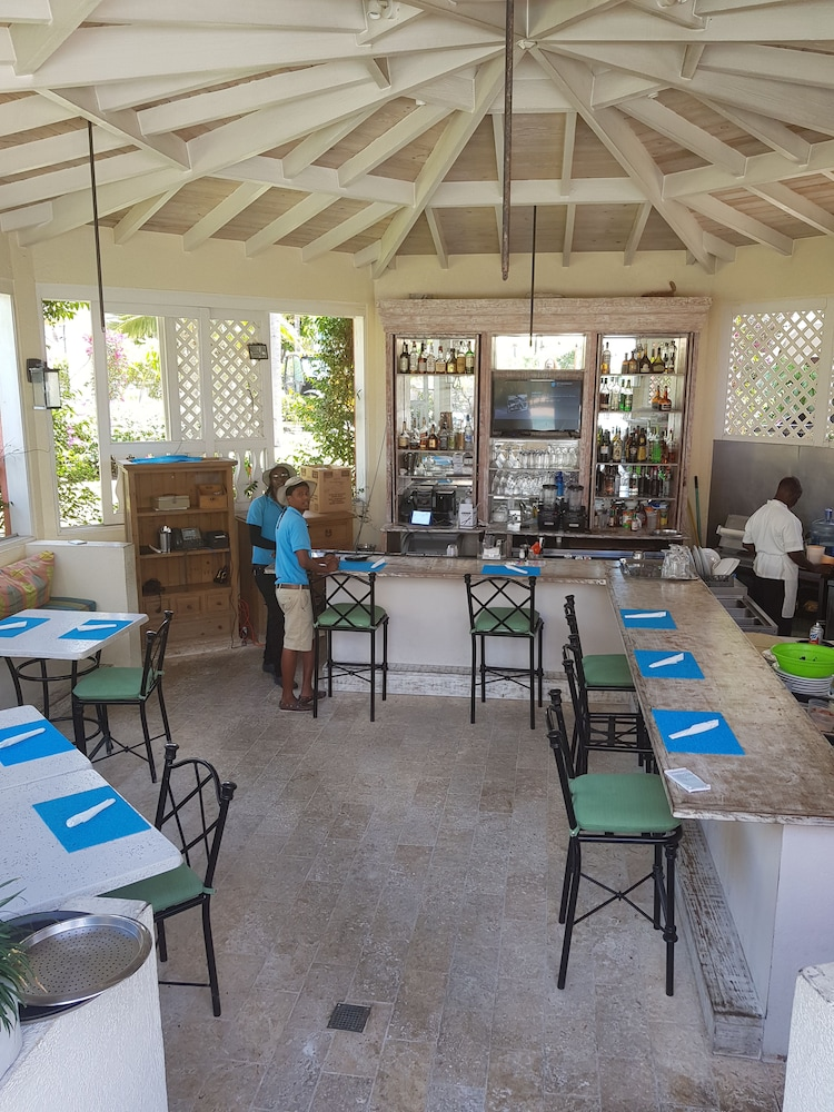 Poolside Bar, The Somerset on Grace Bay