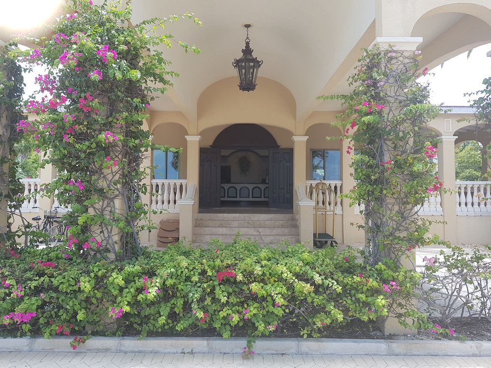 Property Entrance, The Somerset on Grace Bay