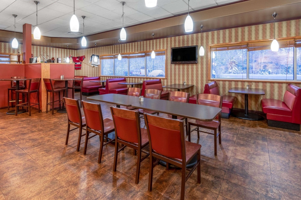 Restaurant, La Quinta Inn & Suites by Wyndham Fairbanks Airport
