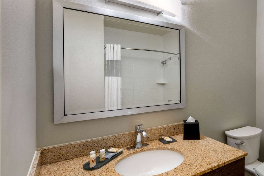 Bathroom, La Quinta Inn & Suites by Wyndham Fairbanks Airport
