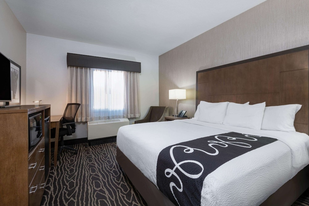 Room, La Quinta Inn & Suites by Wyndham Fairbanks Airport