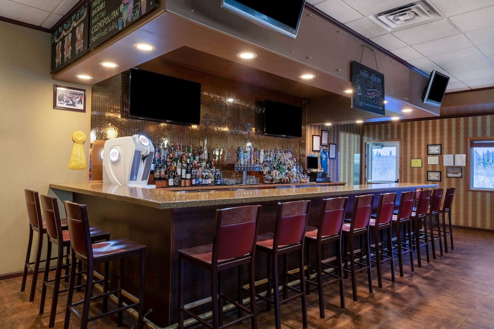 Bar, La Quinta Inn & Suites by Wyndham Fairbanks Airport