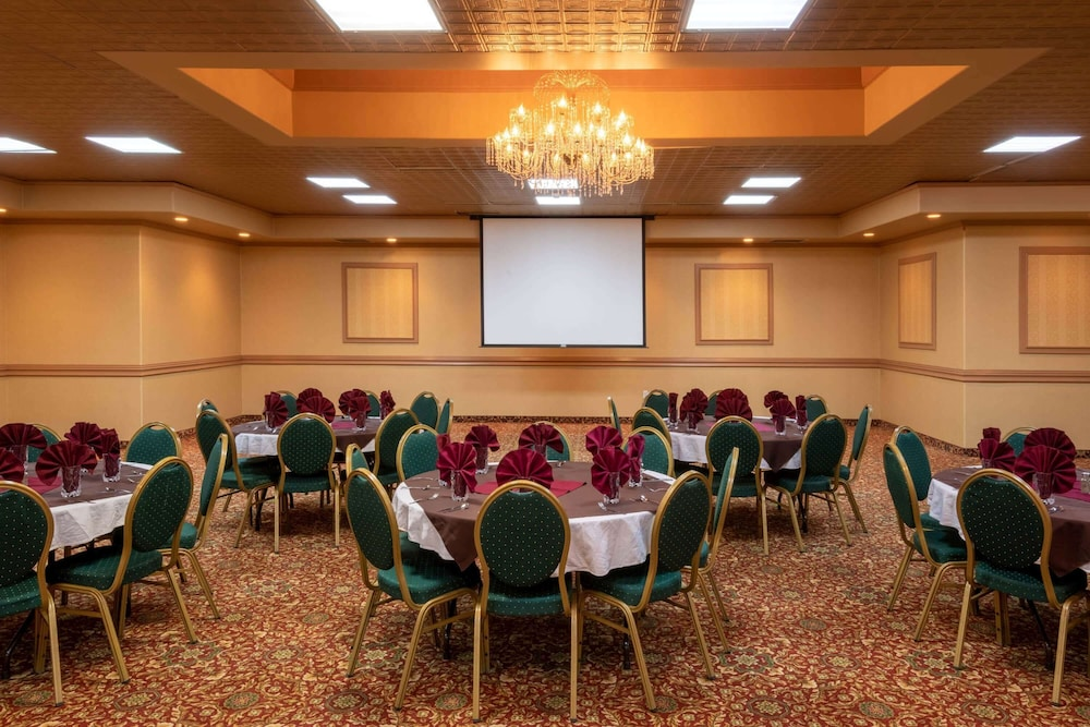 Banquet Hall, La Quinta Inn & Suites by Wyndham Fairbanks Airport