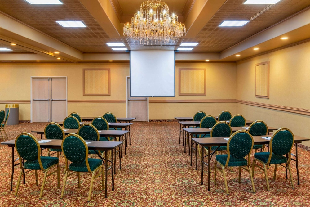 Meeting Facility, La Quinta Inn & Suites by Wyndham Fairbanks Airport