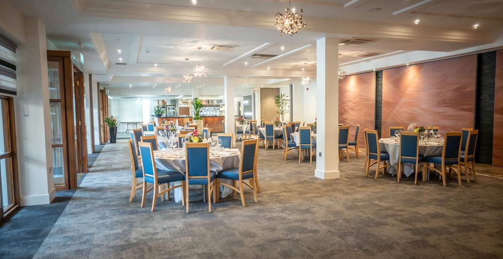 Breakfast Area, Weetwood Hall Conference Centre & Hotel