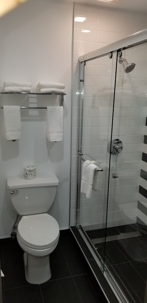 Bathroom, Quality Inn And Suites