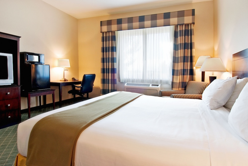 Holiday Inn Express Hotel & Suites MedfordCentral Point in Central Point Hotel Rates