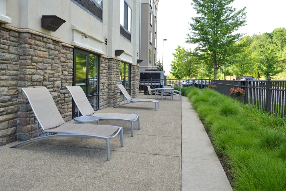BBQ/Picnic Area, Springhill Suites by Marriott Pittsburgh Mills