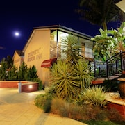 Cattleman's Country Motor Inn & Serviced Apartments